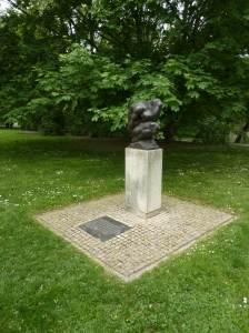 Denkmal für die ermordeten Sinti und Roma am Schwanenteich in Leipzig
